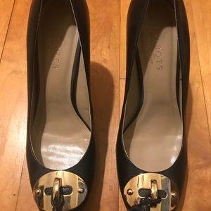 EUC Black Talbots Heels with Gold Detail